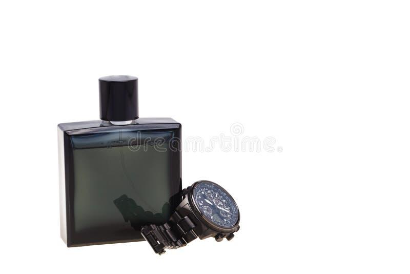 Die Armbanduhren der Männer und perfum Isolat auf Weiß stockbild