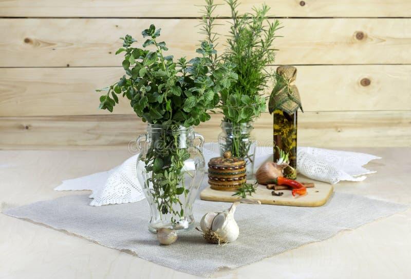 Die aromatischen Kräuter stockfotos