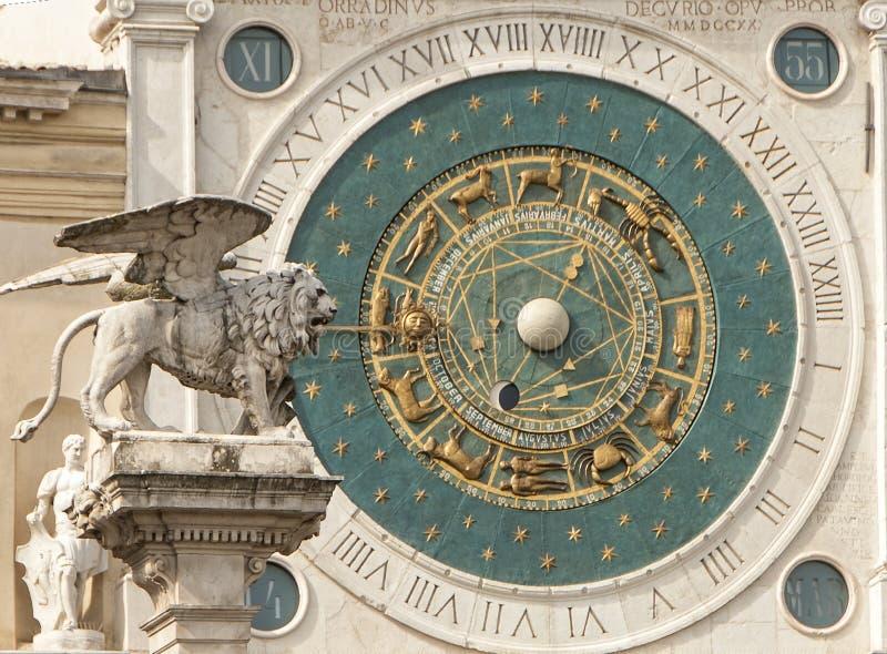 Die astronomische Uhr und der Löwe Padua Padua lizenzfreies stockbild