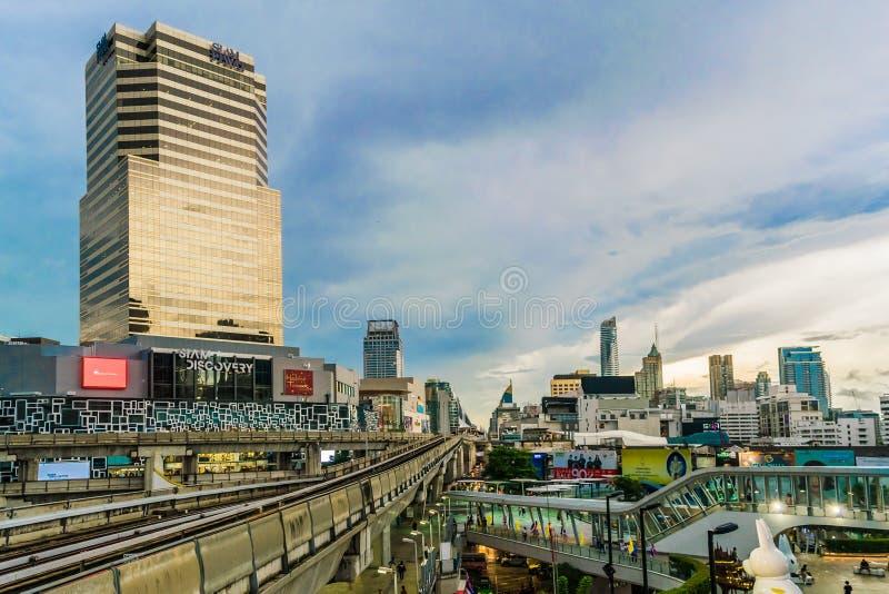 Die Atmosphäre von Siam Discovery Center Bangkok lizenzfreies stockfoto
