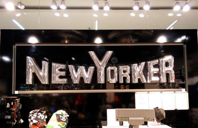 Die Aufschrift New Yorker im Mall stockfoto