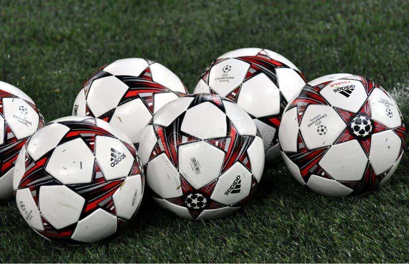 Die Bälle der Meister-Liga auf dem Gebiet lizenzfreie stockfotografie