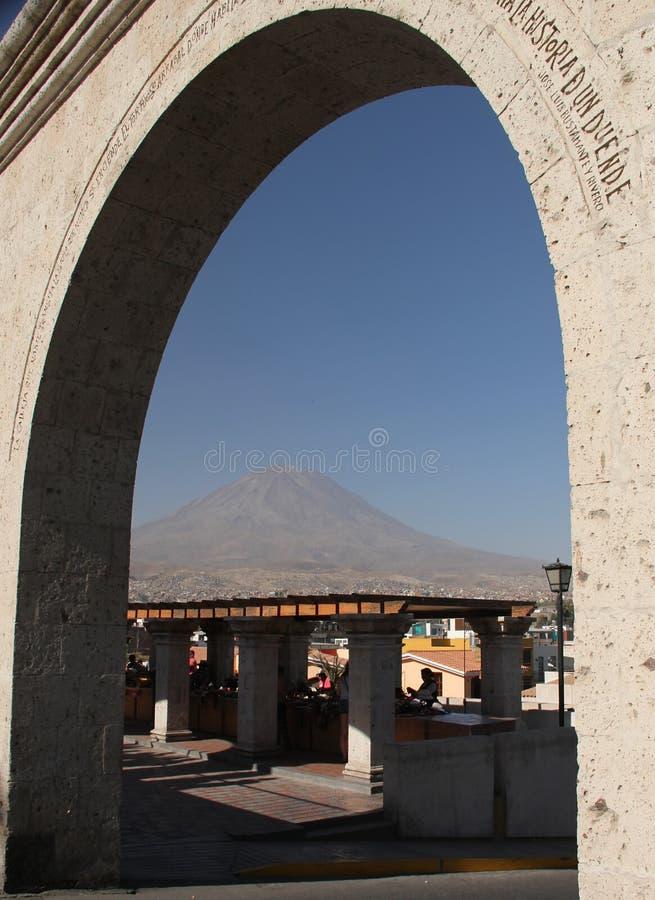 Die Bögen von Yanahuara-Piazza lizenzfreie stockfotografie