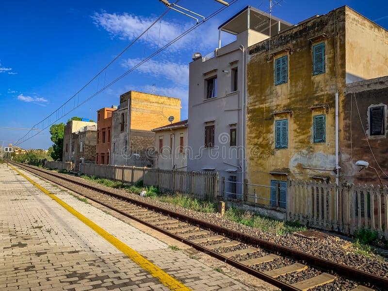 Die Bahngleise in Sizilien lizenzfreies stockfoto