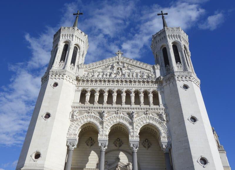 Die Basilika von Notre-Dame de Fourviere in Lyon stockfotos
