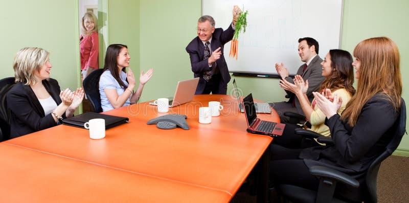 Die baumelnden Karotten des großen Motivator stockfotos