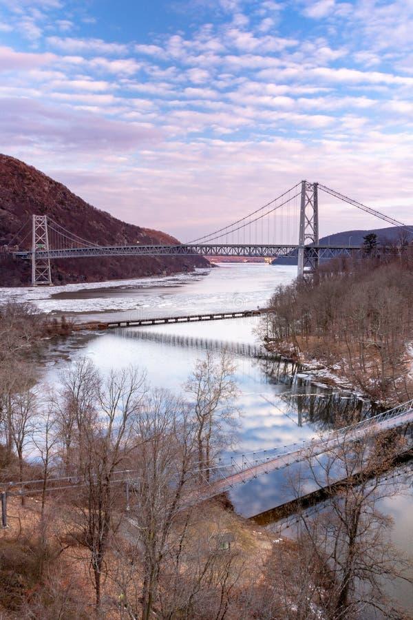 Die Bear Mountain-Brücke im Endeffekt lizenzfreie stockfotos