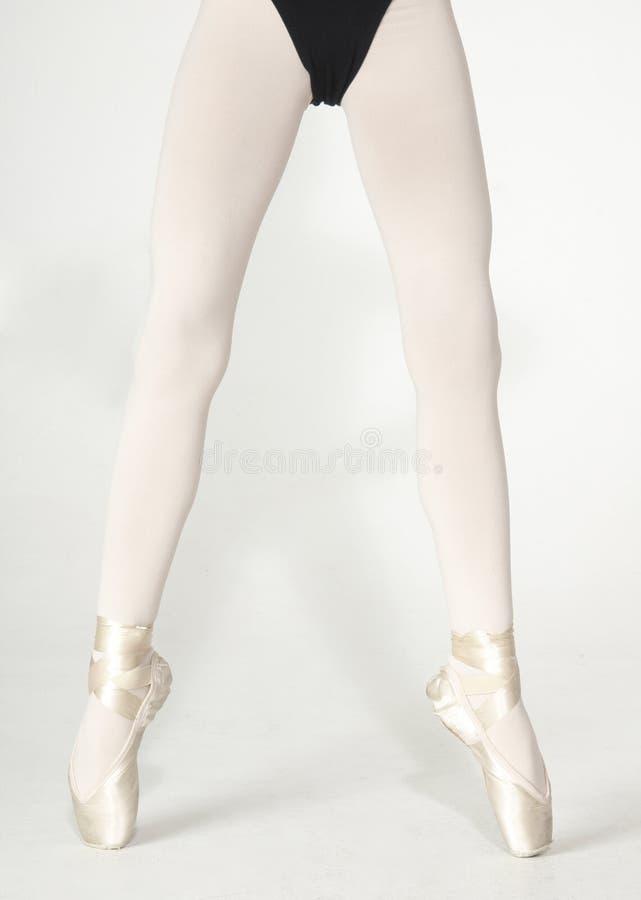 Die Beine der Ballerina stockbilder