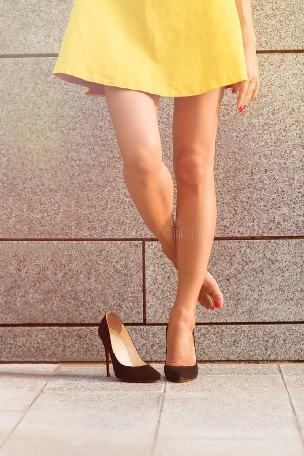 Die Beine der Frau in voller Länge stockbilder