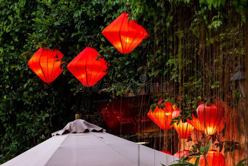 Die beleuchteten Straßen mit Lantern von Hoi An in Vietnam stockbild