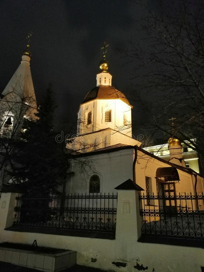 Die Beleuchtung des Tempels bis zum Nacht stockfoto