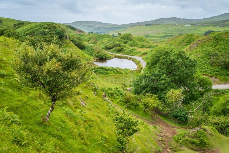 Die berühmte feenhafte Schlucht, gelegen in den Hügeln über dem Dorf von Uig auf der Insel von Skye in Schottland stockfotos