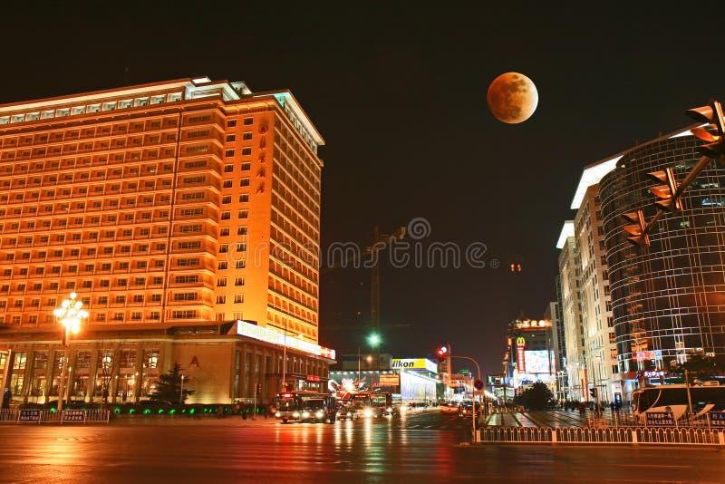 Die berühmte Peking-großartige Hotel-und Mond-Eklipse lizenzfreie stockbilder