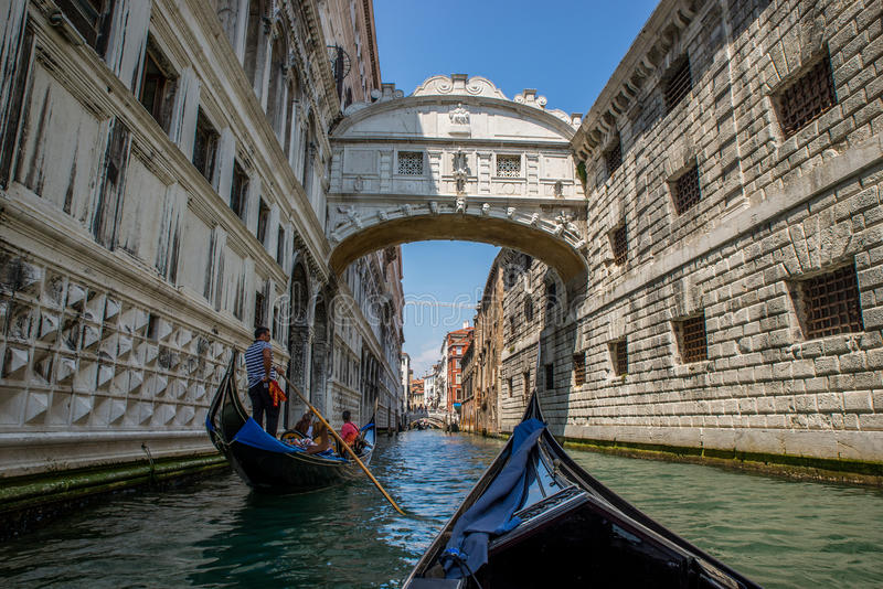 Die berühmte Seufzerbrücke in Venedig, Italien lizenzfreies stockfoto