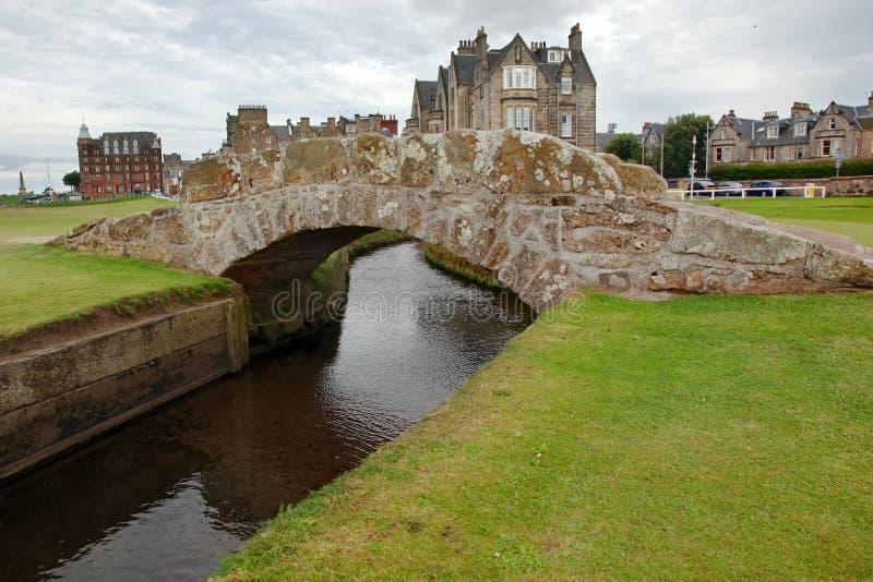 Die berühmte Swilcan-Brücke auf St. Andrew Old Course stockfotos
