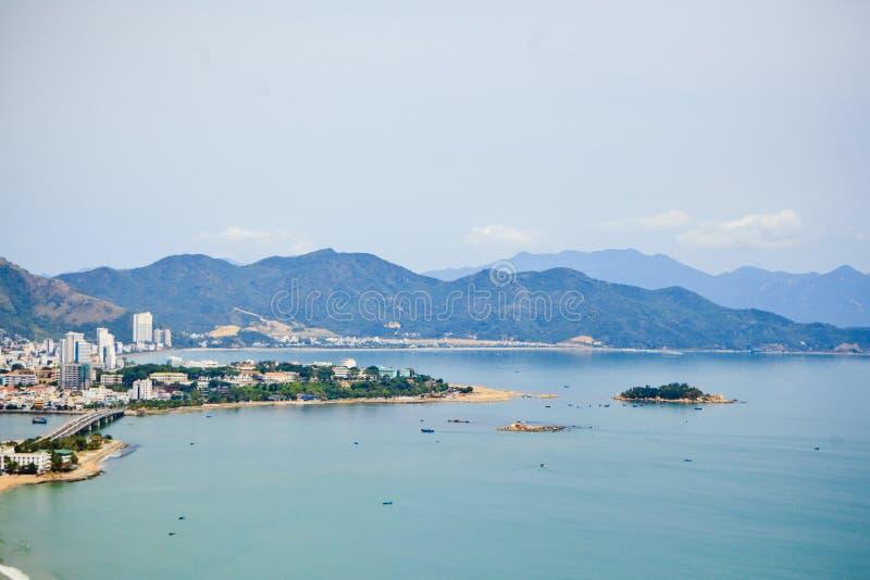 Die Berge und die Küste von Nha Trang lizenzfreies stockbild