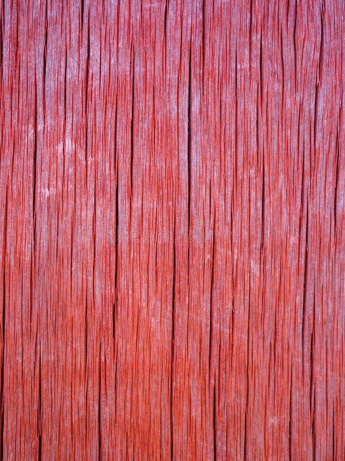 Die Beschaffenheit der alten korallenroten Farbe des hölzernen Brettes stockbilder