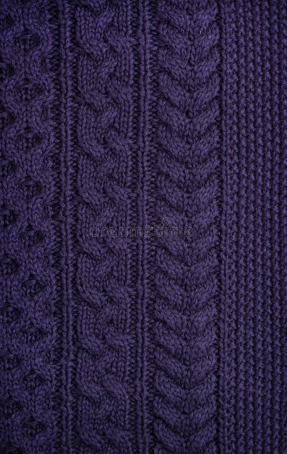 Die Beschaffenheit der gestrickten Dunkelheit des woolen Gewebes ungewöhnlicher abstrakter Hintergrund lizenzfreie stockbilder