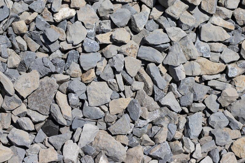 Die Beschaffenheit des Steinkiesgraus Graue gegossene Stapelnahaufnahme des Steinschutts Steinweg zerquetscht stockbilder