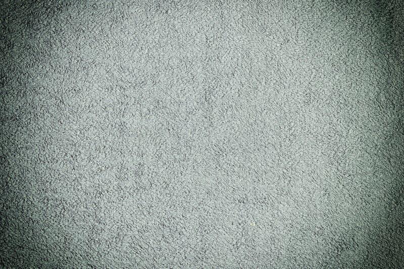 Die Beschaffenheit eines dunkelgrauen Frotteestoffs Gleichmäßig ausgebreitetes Gewebe Hintergrund mit Vignette stockbild