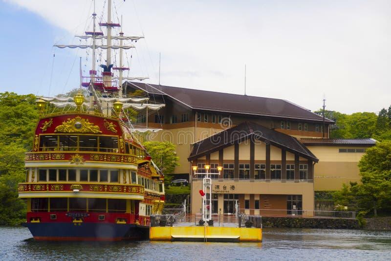 Die Besichtigungskreuzfahrt Hakone Nehmen Sie eine Reise zum See und genie?en Sie die sch?nen Bergblicke lizenzfreies stockbild