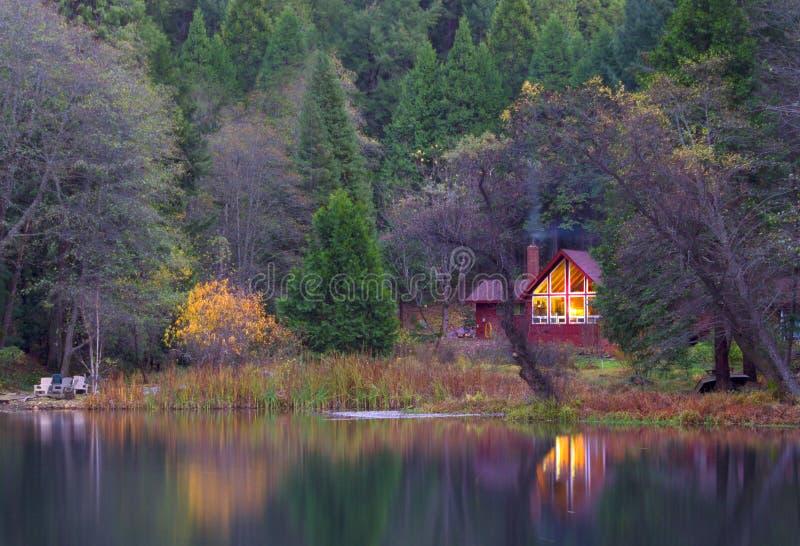Die bewaldete Kabine lizenzfreie stockfotografie