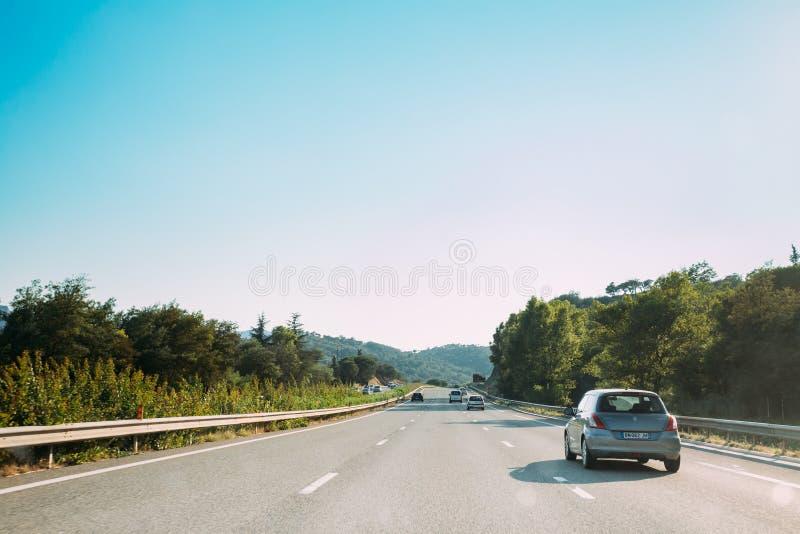 Die Bewegung von Fahrzeugen auf Autobahn, Autobahn A8 nahe Mandelieu- stockfotos