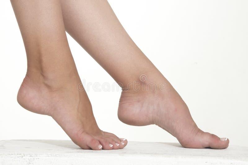 Die bloßen Füße der Frau lizenzfreie stockfotos