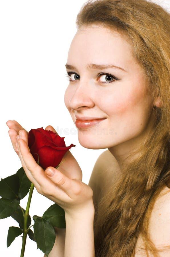 Die Blondine mit einer Rose stockbild