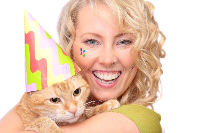 Die Blondine mit Katze lizenzfreies stockbild