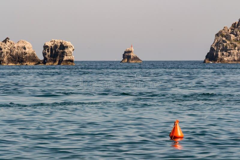 Die Boje im Meer lizenzfreie stockbilder