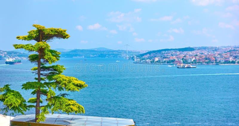 Die Bosporus-Straße in Istanbul stockfotografie