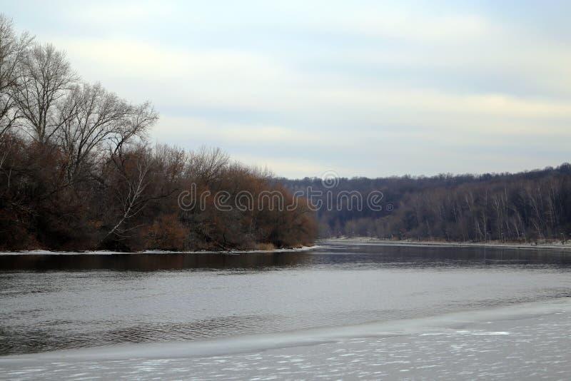 Die Brücke über dem Moskau-Fluss stockfotos
