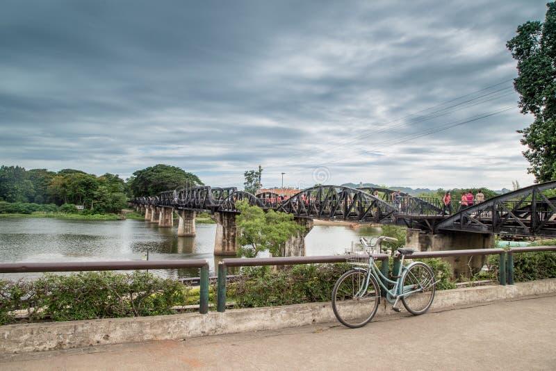 Die Brücke auf dem Fluss Kwai, Kanchanaburi, Thailand lizenzfreies stockbild