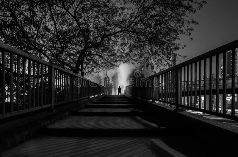 Die Brücke mit dem einzigen Überlebender stockfotos