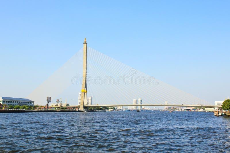 Die Brücke Rama VIII über dem Chao Praya River stockbild