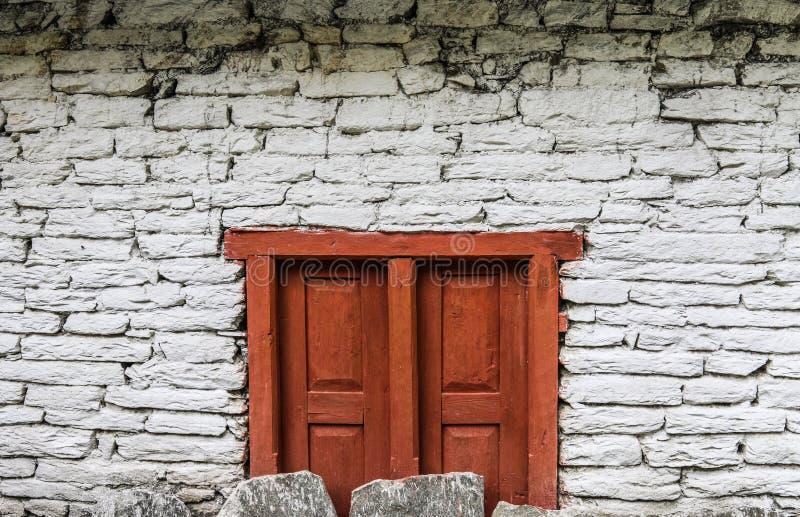 Die braune hölzerne Tür lizenzfreies stockfoto
