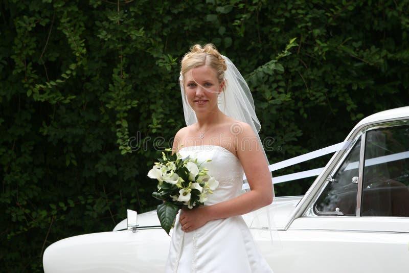 Die Braut kommt an: 2 stockbild