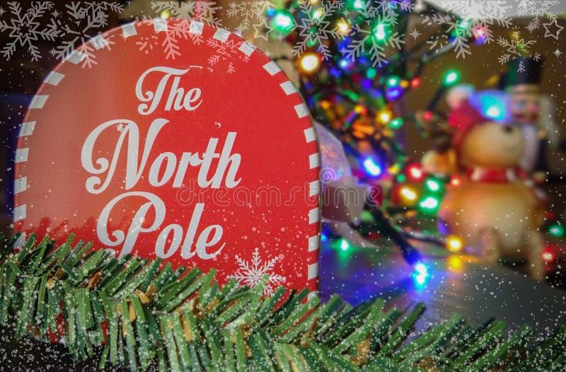 Die Briefbox mit dem Nordpol mit Weihnachtslicht lizenzfreies stockbild