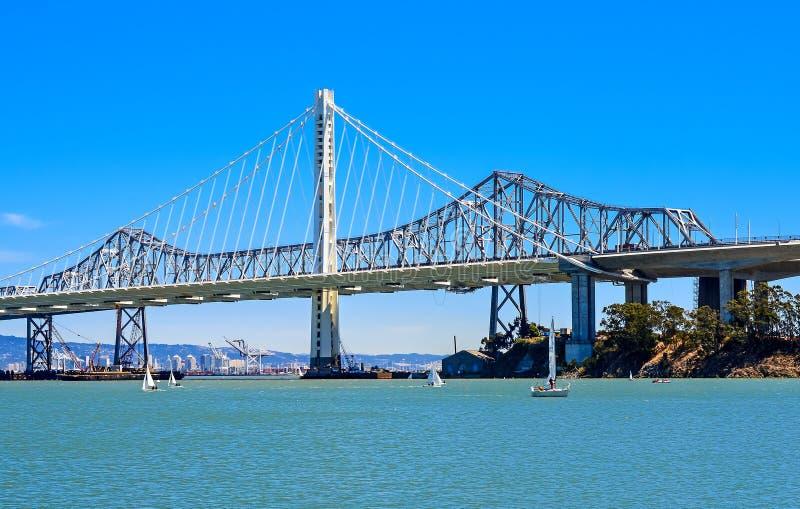 Die Bucht-Brücke - die neue Ostspanne stockbild