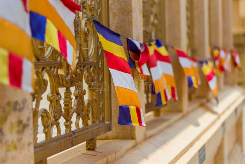 Die buddhistische Flagge wird international häufig als 'buddhistisch'bezeichnet Bunting Began lizenzfreie stockfotografie