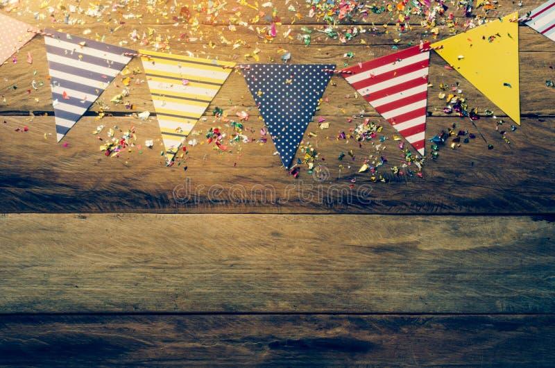 Die bunte Flaggenlinie, die das Bankett verziert stockbild