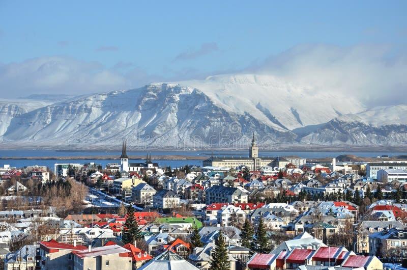 Die bunten Dächer von Reykjavik stockbilder