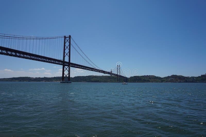 Die 25 de Abril Bridge in Lissabon, Portugal stockfoto