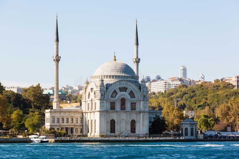Die Dolmabahce-Moschee ist in Istanbul, die Türkei lizenzfreie stockfotografie