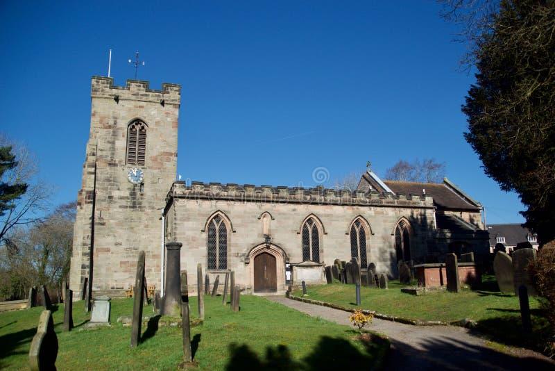 Die Dorfkirche stockfotografie