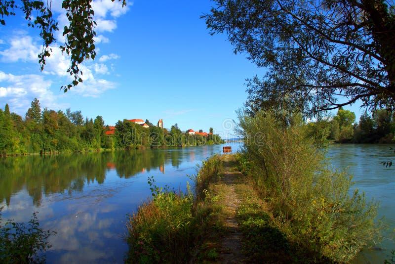 Die Drau-Fluss-Zusammenstr?men, Slowenien lizenzfreies stockfoto