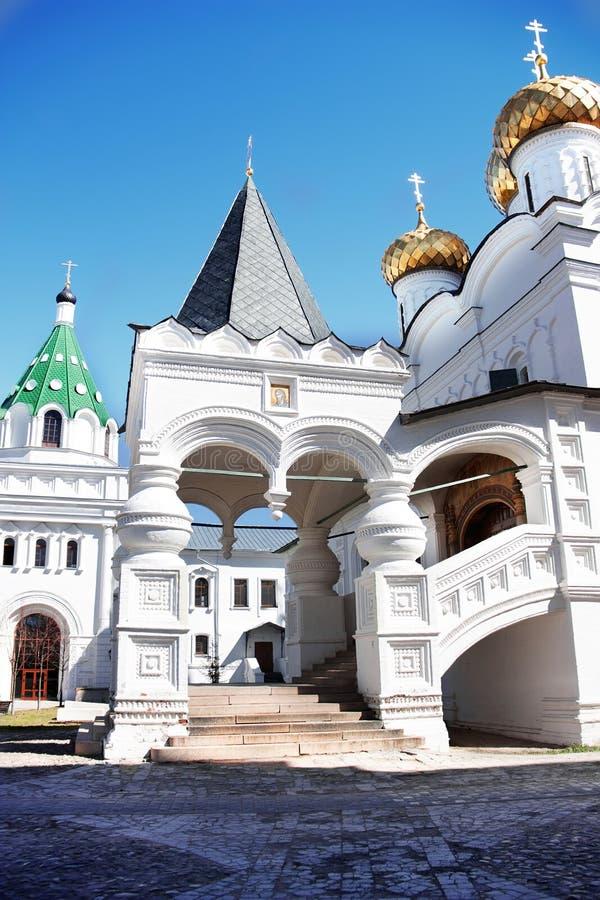 Die Dreiheits-Kathedrale an Ipatiev-Kloster Kostroma, Russland lizenzfreies stockbild