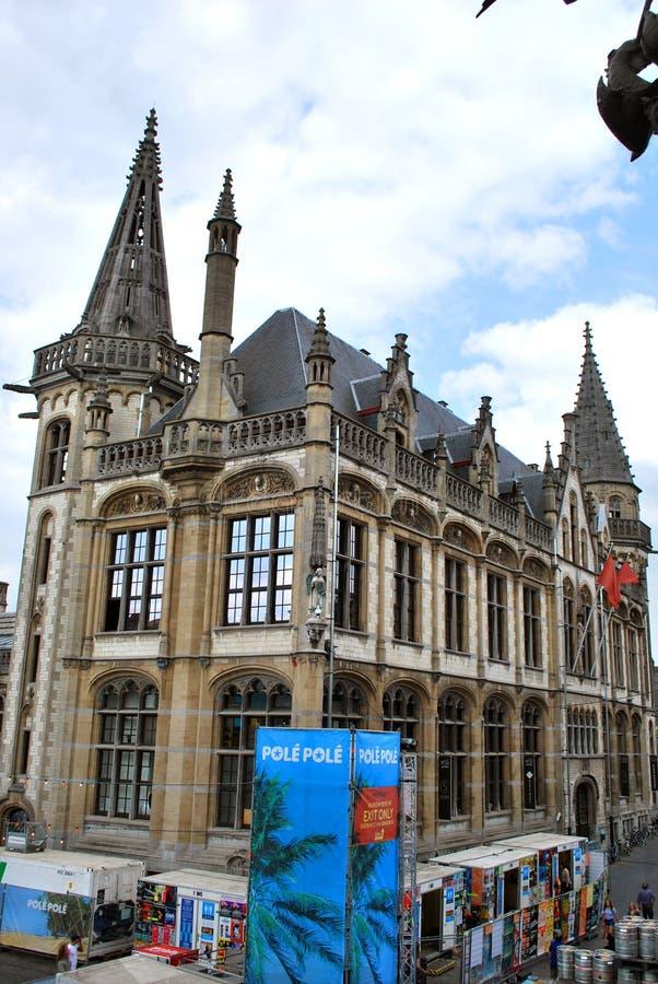 Die ehemalige Post im historischen Stadtzentrum in Gent stockbild