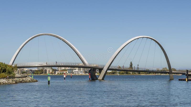 Die einzigartige Elizabeth Quay-Brücke in Perth, West-Australien, an einem sonnigen Tag lizenzfreies stockbild